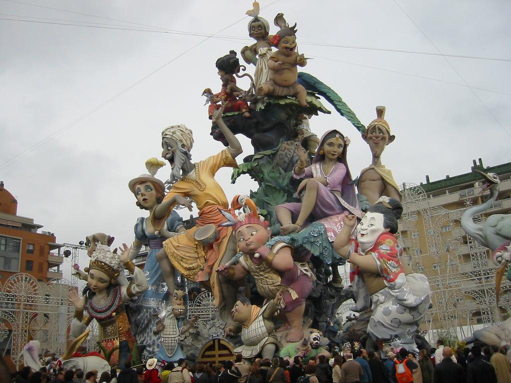 Cel mai cunoscut festival al Valenciei: Festivalul las fallas
