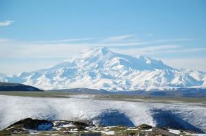 Elbrus este cel mai inalt varf din Europa, avand 5642 de metri