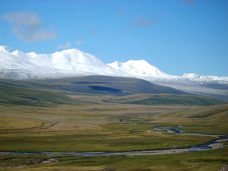Calatoria pana la varful Khuiten din Mongolia este aproape la fel de interesanta ca si escaladarea sa