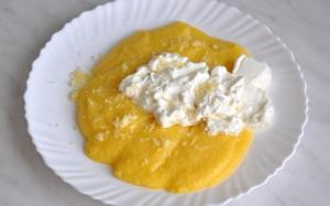 Desi considerata o mancare traditional romaneasca, mamaliga se gaseste si in alte buctarii, cea mai cunoscuta varianta a sa fiins Polenta din bucataria italiana.