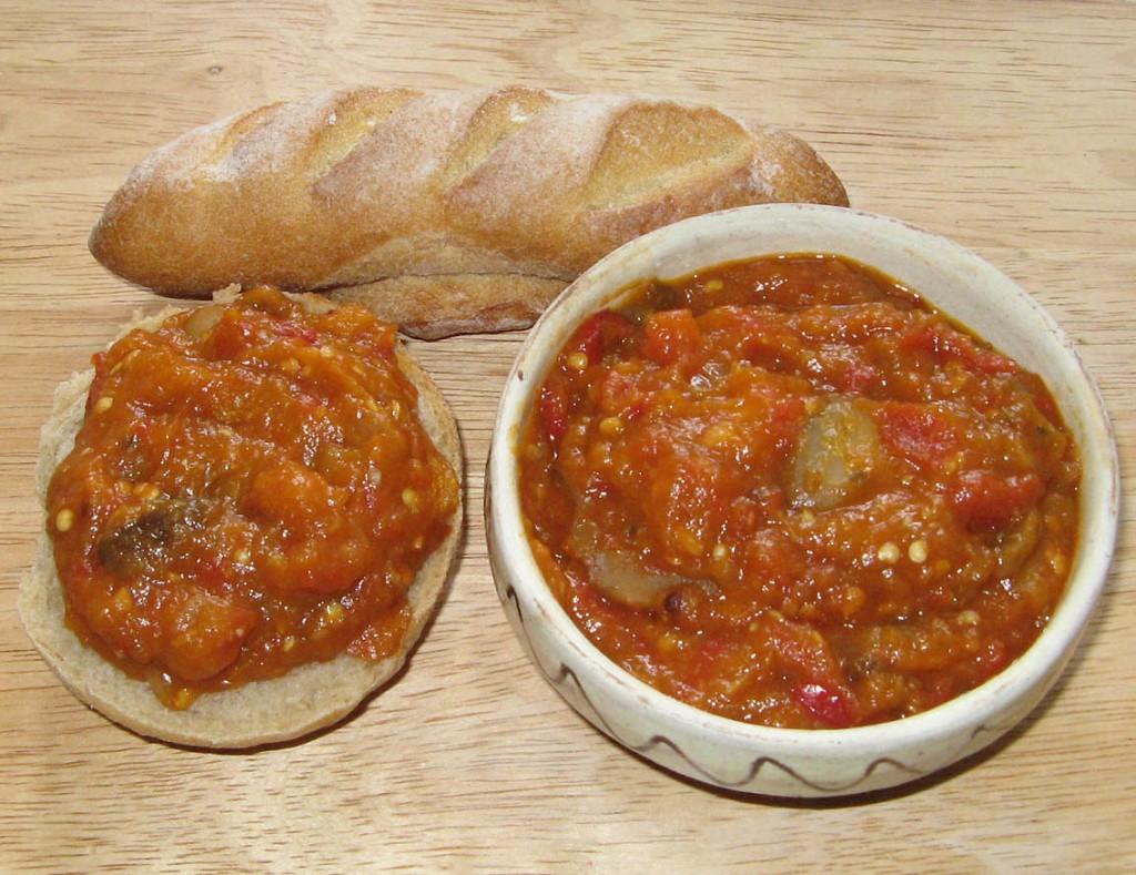 Desi zacusca este destul de specifica bucatariei romanesti, in bucataria sarbeasca, bulgara sau turca vom gasi numeroase variante ale sale.