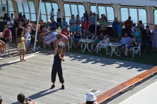 la bordul vaselor de croaziera sunt oferite numeroase activitati gratuite pentru cei de la bordul vasului
