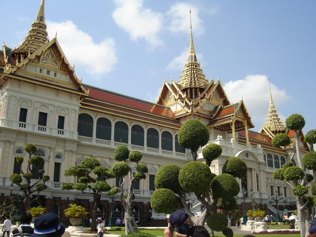 bangkok este renumit pentru templele sale ce fascineaza orice calator pus pe explorare.