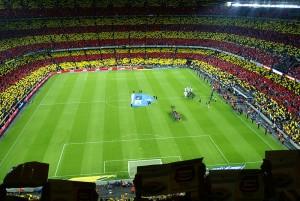 Barcelona este cunoscuta si datorita entuziasmului manifestat fata de fotbal, orasul gazduieste unul dintre cele mai cunoscute stadioane din lume, Camp Nou.