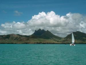 Vremea pe insula Mauritius este placuta, un mare avantaj al acestei destinatii fiind faptul ca se pot face bai in Oceanul Indian pe intreg parcursul anului, datorita temperaturilor ridicate ale apei.