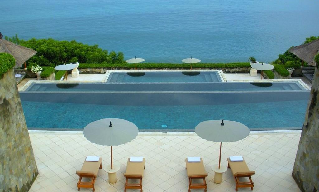 Cei care isi doresc sa petreaca o vacanta in cea mai diversa si interesanta insula a Indoneziei, au la dispozitie o intreaga varietate de oferte pentru cazare, in functie de preferinte sau buget.