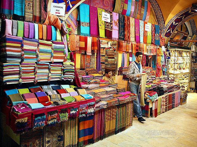 Istanbul este unul dintre cele mai colorate locuri din lume datorita mirodeniilor si pietelor pline de diversitate.