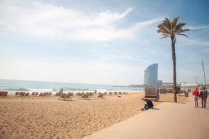 Fiind unul dintre cele mai mari orase situate la malul marii din Europa, o vacanta in Barcelona nu ar trebui sa fie lipsita de o zi petrecuta la plaja, una dintre cele mai populare fiind La Barceloneta.