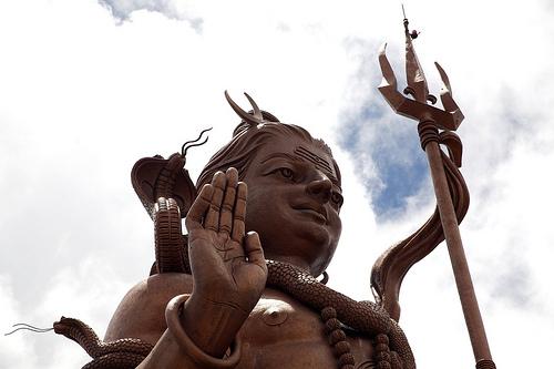 Statuia lui Shiva de la ganga talao, cea mai inalta statuie de pe insula