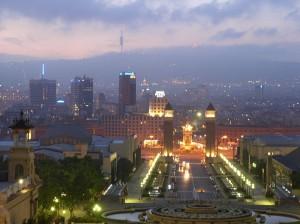 Sud-Vestul Barcelonei este dominat de zona Montjuic, sau Muntele Evreilor, care se ridica la 173m de la nivelul marii.