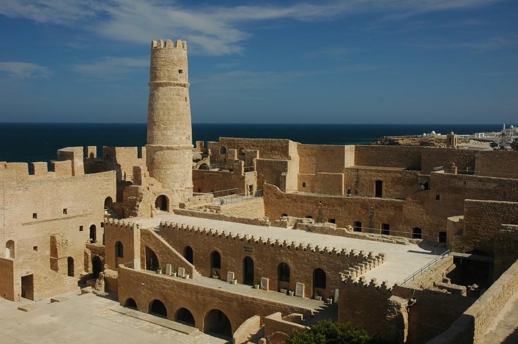 Monastirul poate fi un bun oras de start intr-o incursiune in Tunisia.