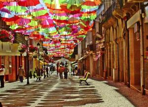 Strada de Agueda este unul dintre cele mai colorate si creative locuri din Portugalia