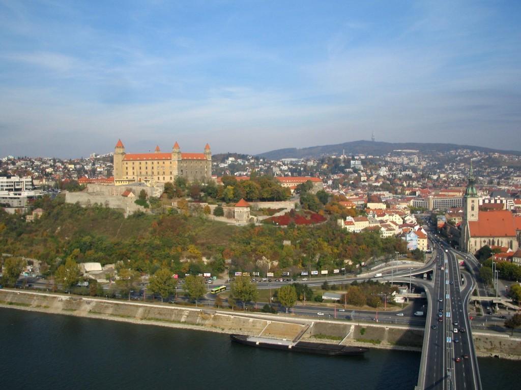 Bratislava iti ofera posibilitatea sa vizitezi numeroase cladiri istorice, dar daca ai ajuns acolo, ofera-ti o experienta la gradina zoologica, un obiectiv care ii face fericiti atat pe copii cat si pe adulti.