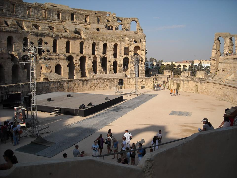 Urmatoarea oprire: amfiteatrul roman de la El Djem (este al doilea ca marime, dupa Coloseumul din Roma).