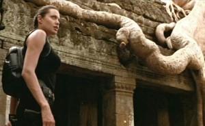 Lara Croft ajunge la Siem Reapp, Angkor Thom, Ta Prohm si, in sfarsit, la Angkor Wat, cel mai mare monument religios din lume, aflate toate in Cambodgia.