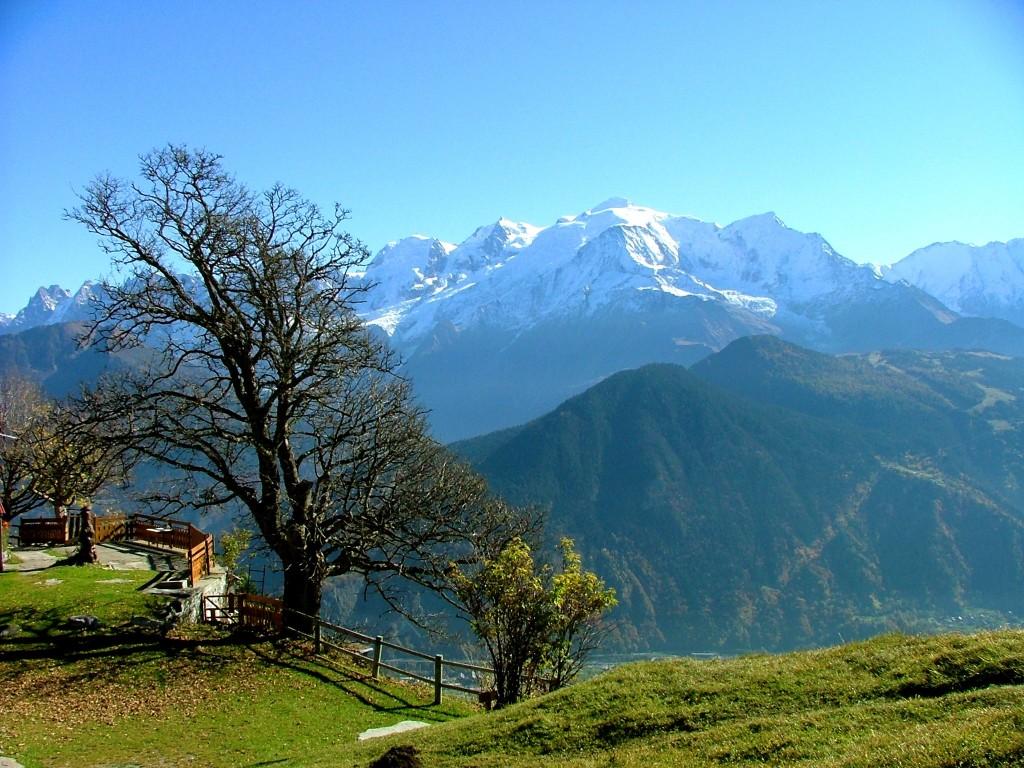 De la Milano la Geneva sunt in jur de 300 de kilometri, dar pe drum poti face un popas la Annecy, Venetia Frantei sau in Chamonix, pentru a te urca cu telecabina pe Mont Blanc.