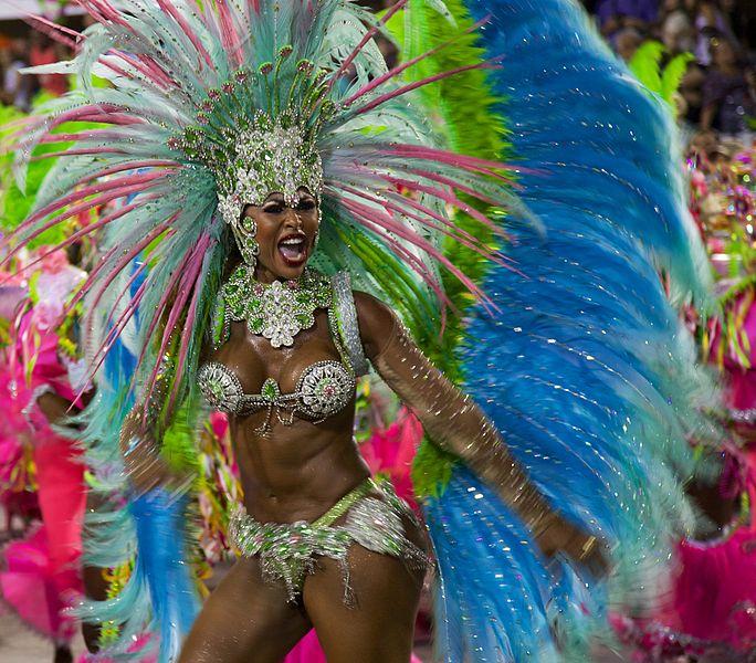 O seara petrecuta dansand pe ritmuri traditionale de samba ar trebui sa se afle pe lista prioritatilor in timpul unei calatorii in Brazilia.