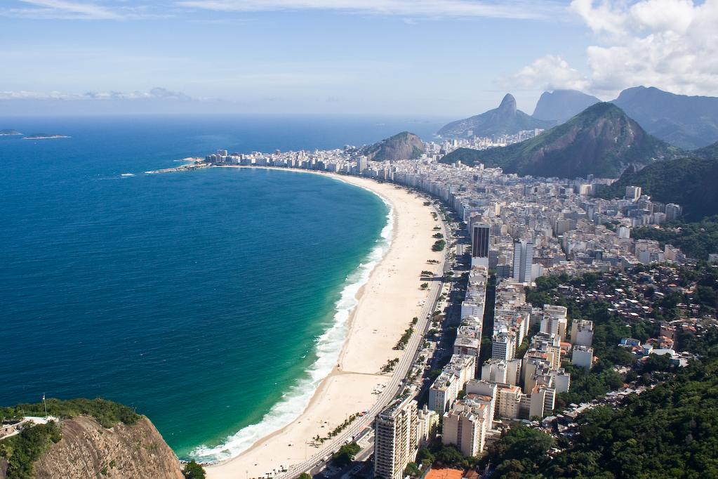 Desigur, plajele recunoscute peste tot in lume sunt una dintre atractiile turistice majore ale Braziliei. Petrece o zi pe faimoasa Copacabana si bucura-te de soarele brazilian.