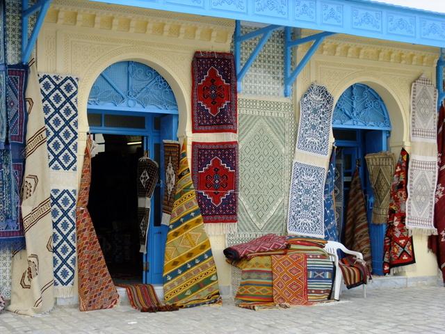 Kairouan este vestit prin covoarele facute manual, de o frumusete si o finete deosebita.
