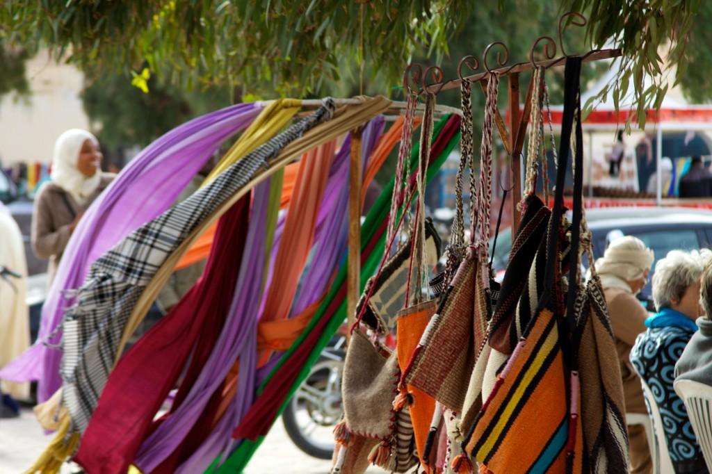 Tunisia e plina de piete cu produse colorate de cate te bucuri la fiecare pas.