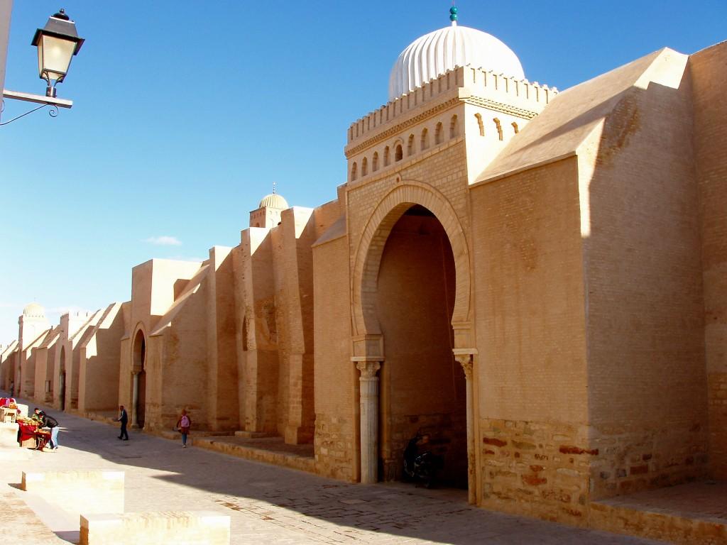 Marea Moschee din Kairouan depaseste orice moschee din Tunisia, prin frumusete si importanta.