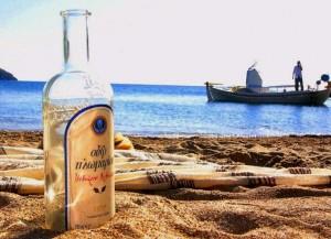 Ouzo este numele bauturii traditionale grecesti, o alta bautura preparata pe baza de anason, care insa mai contine urme de struguri si stafide.
