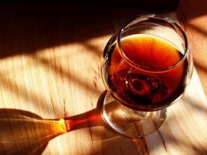 Vinho de Porto, vinul de Porto in traducere, este bautura preferata a insoritei Portugalii. Acesta este produs exclusiv in regiunea Vaii Douro, in nordul tarii.
