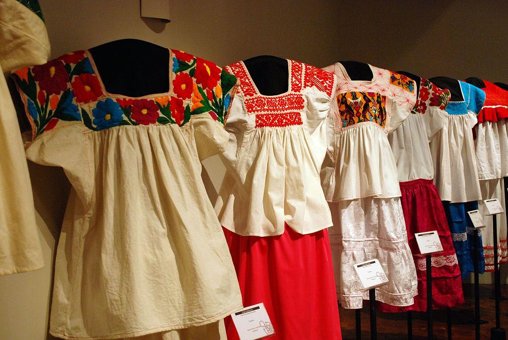 Adevaratele opere de arta artizanala le vei cumpara ieftin din Oaxaca (supradenumita Inima Mexicului), Veracruz, Chiapas, Michoacan, Tlachepache precum si satele lor invecinate -mare parte dintre ele denumite sate magice si protejate de UNESCO.
