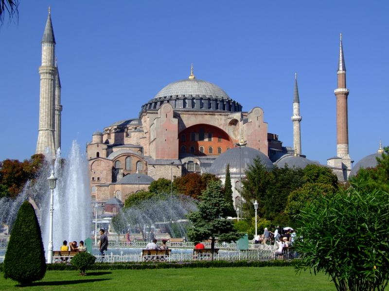 """Istanbul a urcat vertiginos in ultimii ani pe lista celor mai vizitate orase, fiind ales """"Destinatia de calatorie a anului 2013"""""""