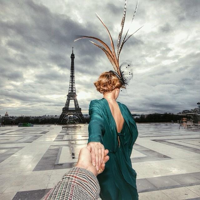 Parisul are drept atuuri vaste si importante colectii de arta, mancare absolut delicioasa, o atmosfer aunica si multe lumini, de altfel acest oras mai este cunoscut drept Orasul Luminilor.