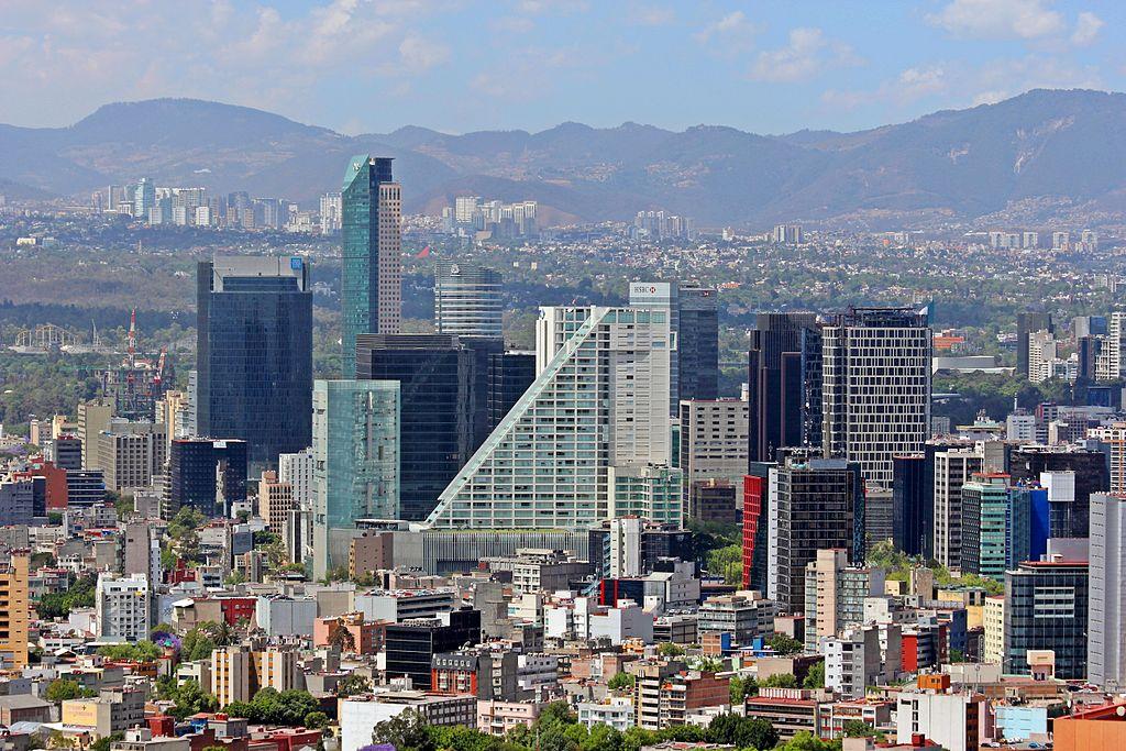 Dupa ce petreci cateva zile in Mexico City unde poti vizita fantasticul Muzeo National de Antropologia, Centrul vechi, Socalo cu toate legendele lui, apoi marile mall-uri unde poti face shopping, parcurile naturale imense si multe alte atractii cultural-turistice, poti pleca linistit/a la plaja