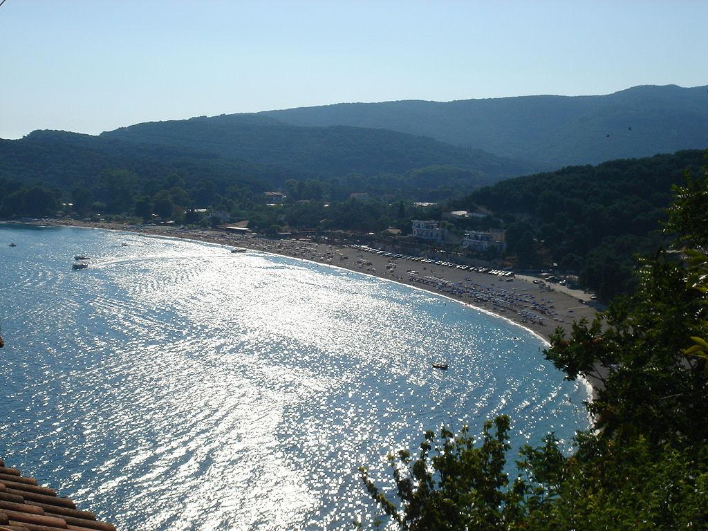 Valtos este localitatea care m -a fascinat cu plaja minunata si terasele primitoare care au piscine imbietoare.