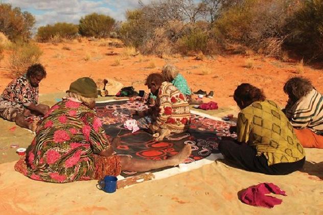 In Marele Desert Victoria din Australia exista tribul Pila Nguru.
