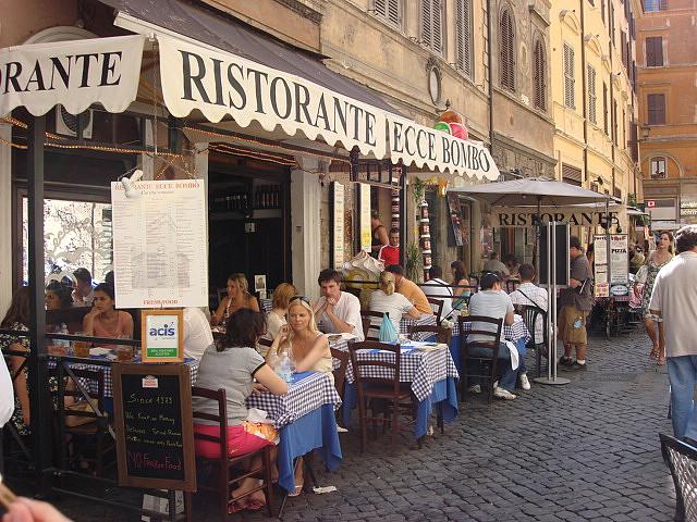 O simpla plimbare la pas prin centrul Romei te va confrunta cu opere ale unor genii precum Michelangelo, Raphael, Caravaggio si altii.