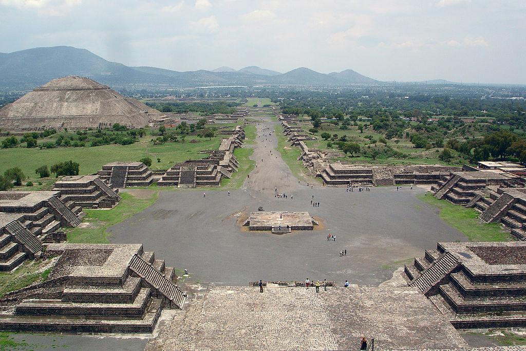 Daca istoria Mexicului te-a fascinat, daca vrei sa vezi minuni antice pastrate inca intacte, nu uita de Teotihuacan, de Palenque, de Chichen Itza, de Cholula.