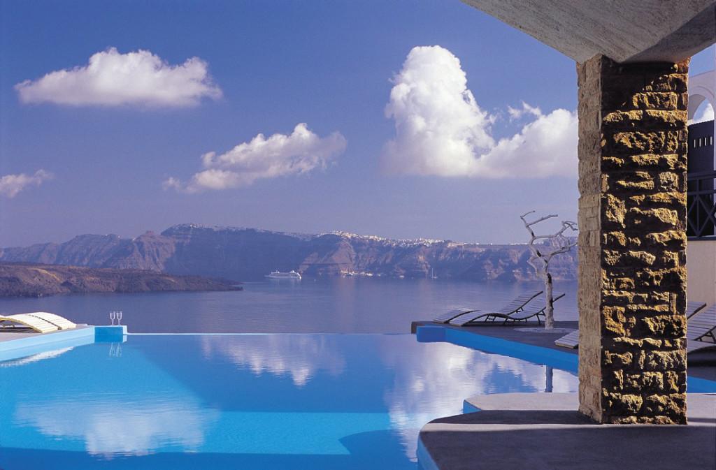 Splendida insula Santorini a Greciei este casa hotelului Astarte Suites, un hotel – boutique  micut si intim.