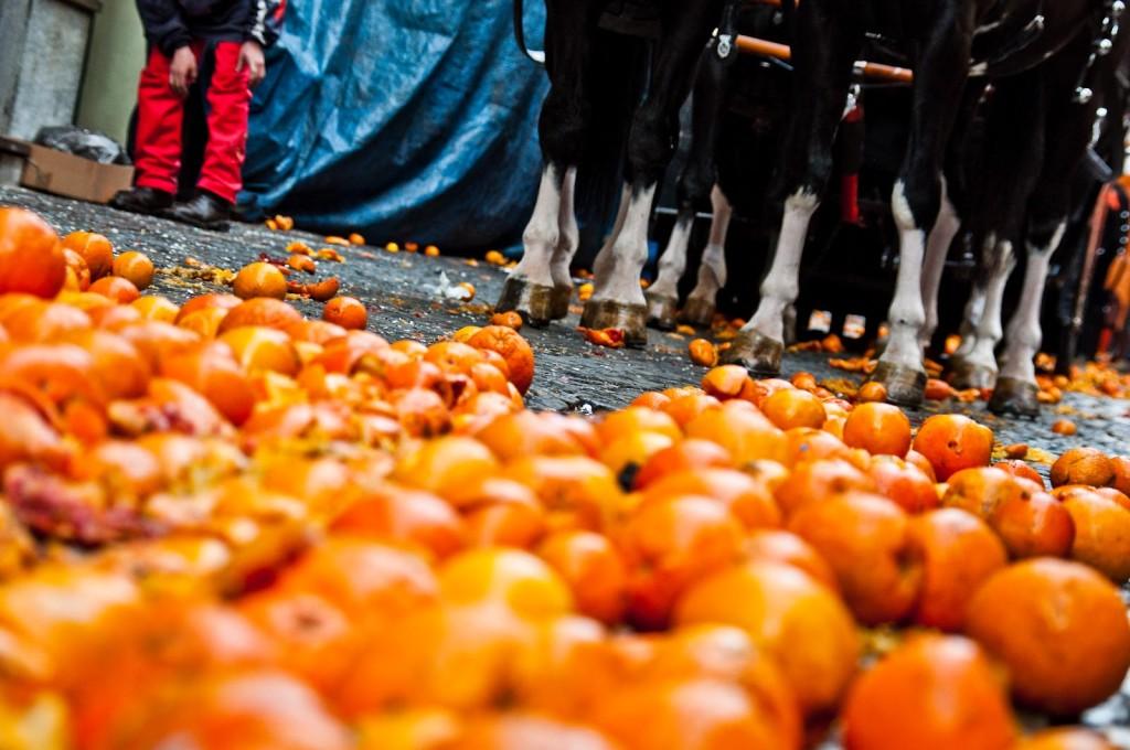 Bataia cu portocale din Ivrea, Italia