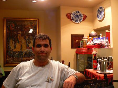 Cezar de la Imperator Travel la un restaurant romanesc din Tokyo
