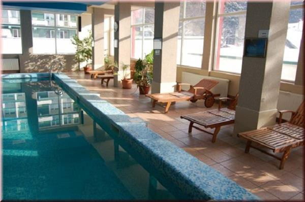 Cfakepath-piscina_hotel_bradul_vatra_dornei-jpg_639127d9-9021-4e6f-aef8-0c77c28a1528