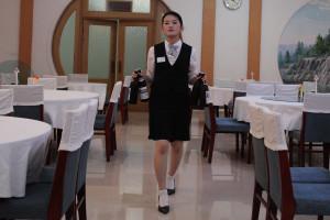 Chelnerita la un restaurant din Coreea de Nord