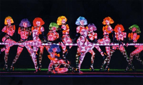 Spectacol de cabaret in Crazy Horse Paris