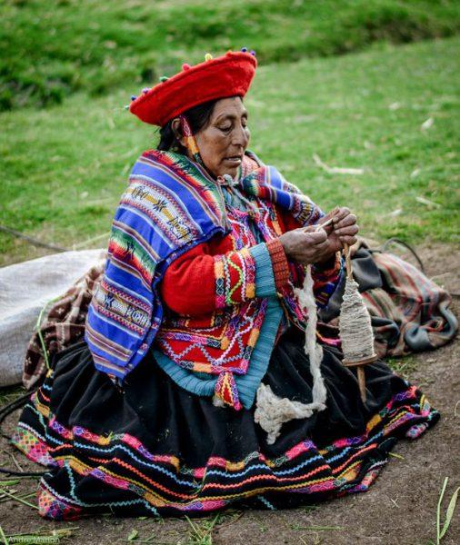 Port tradițional peruvian
