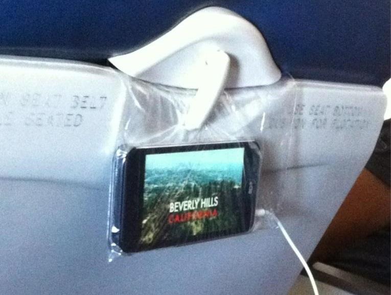 Foloseste-ti smartphone-ul pentru a te uita la filme pe avion