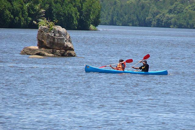 Kayak pe raul Bentota din Sri Lanka
