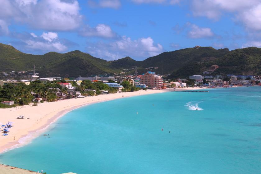 St. Martin si St. Maarten este preferata printre persoanele carora le place sa petreaca mult, sa se bucure de bucatarii traditionale delicioase si sa se profite de regimul duty-free.