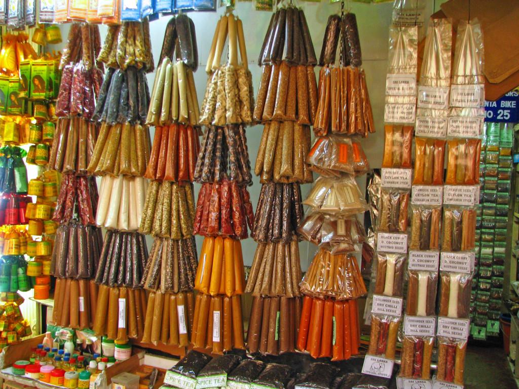 Magazin de condimente in piata din Kandy