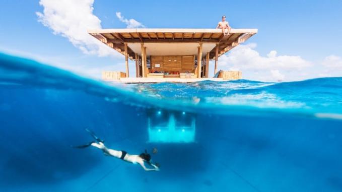 Atractia principala Mantra Resort este camera subacvatica, care iti poate oferi  experienta unica de a admira indeaproape viata din adancuri.