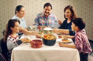 Masa la o familie de localnici
