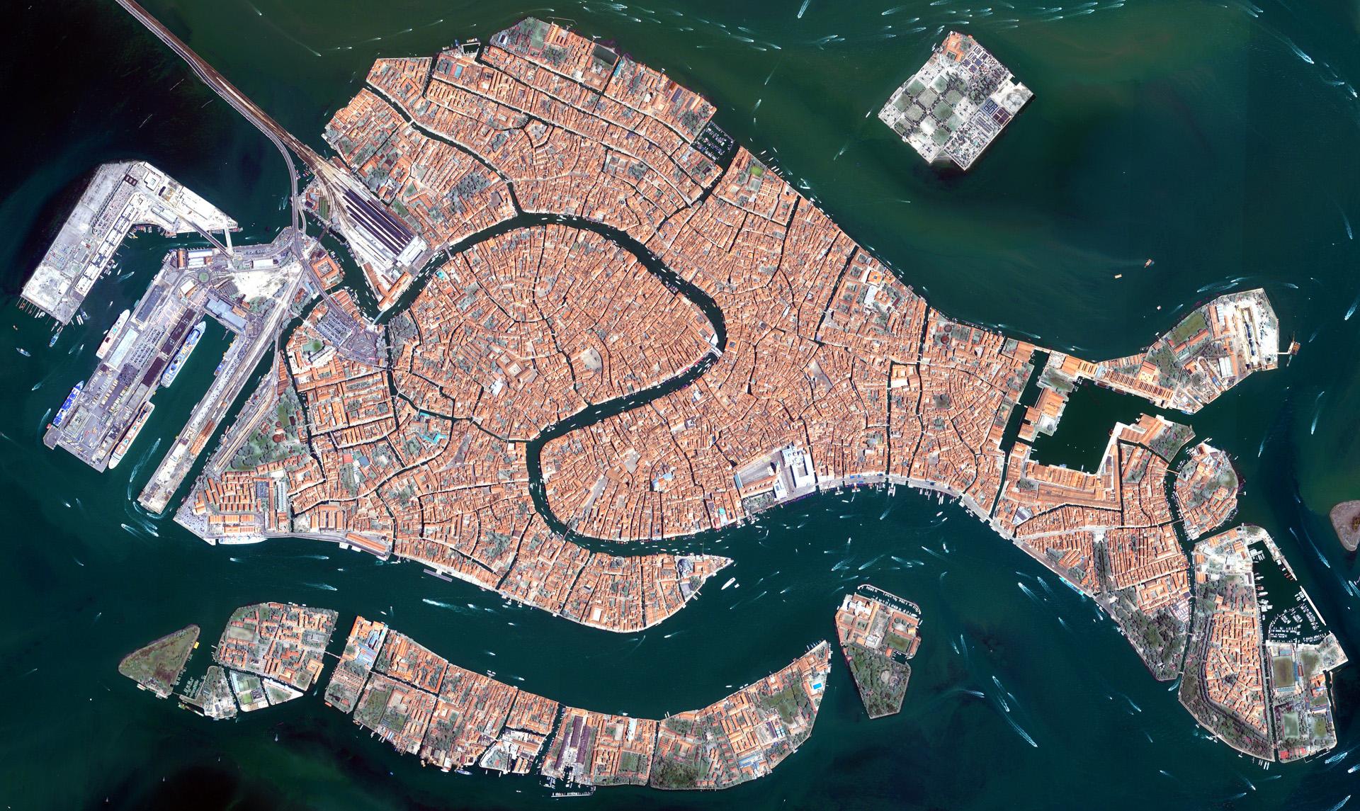 Venetia vazuta din satelit