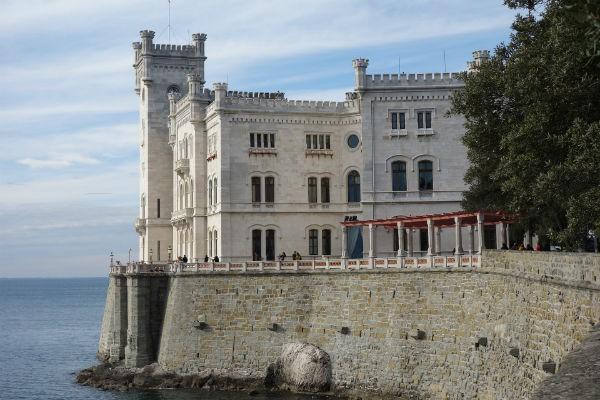 castle-3143672_1920